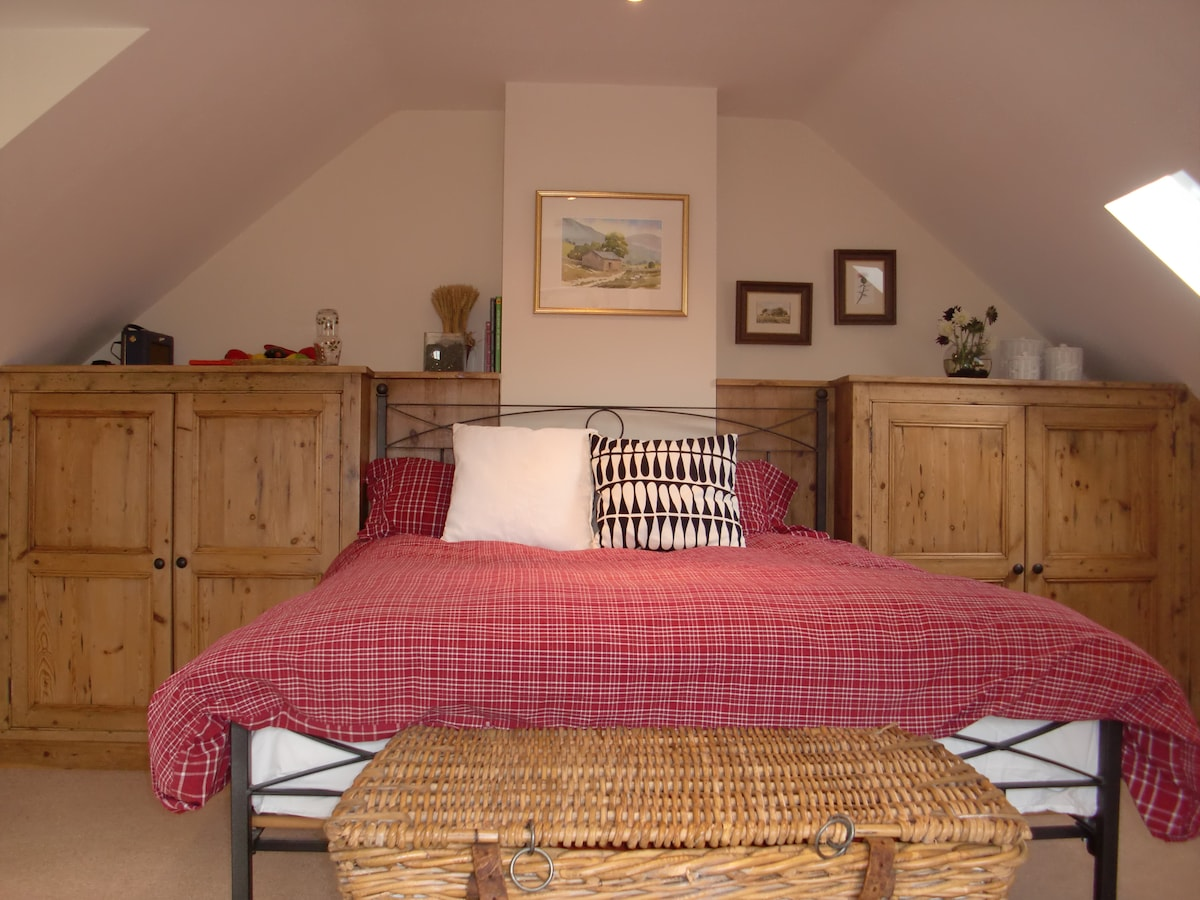 Spacious and roomy kingsize bed