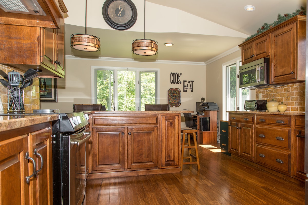 Spacious kitchen with all dishware, cookware and untensils provided.