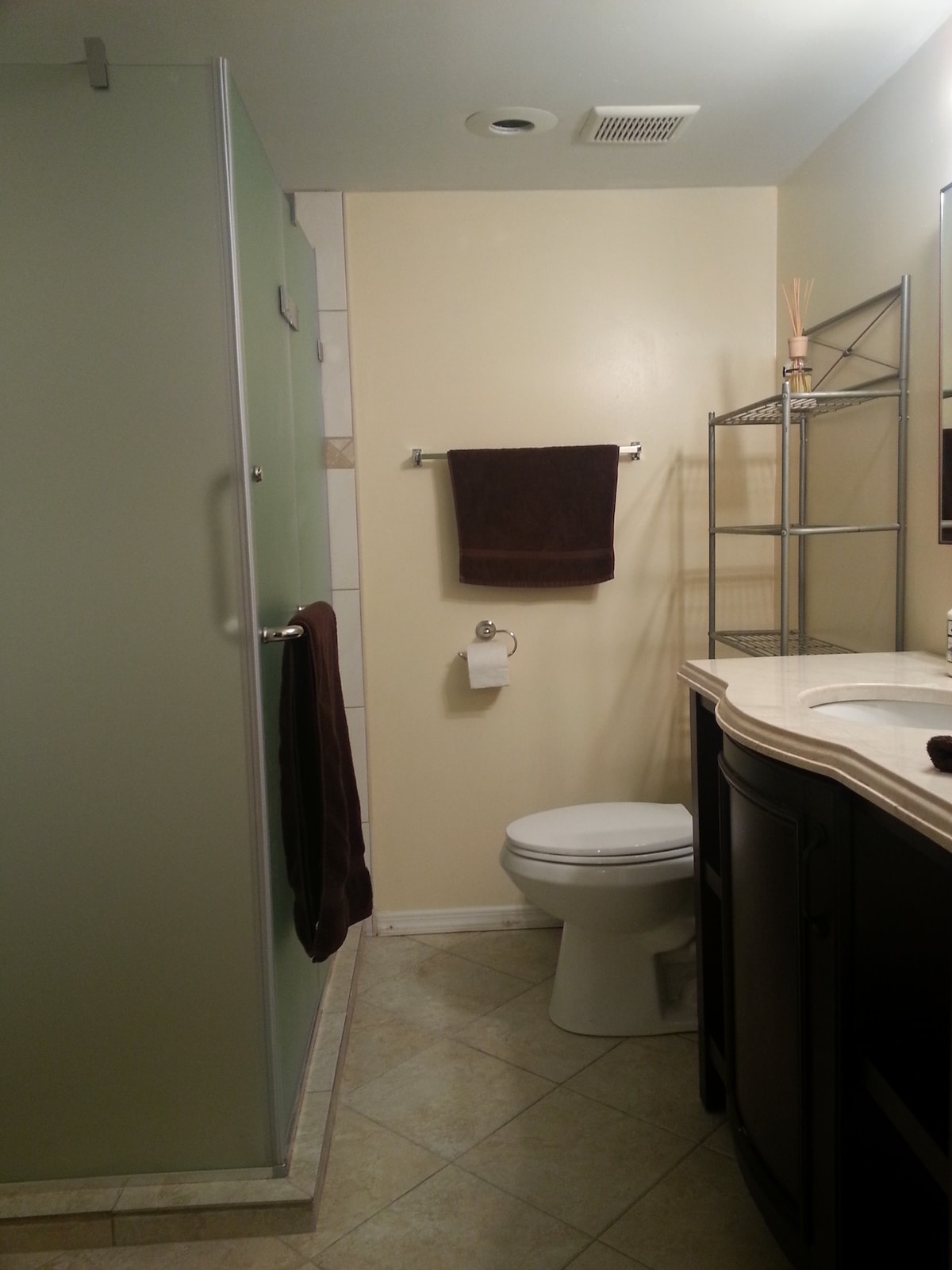 Huge BR (2 Beds) + Private Full BA