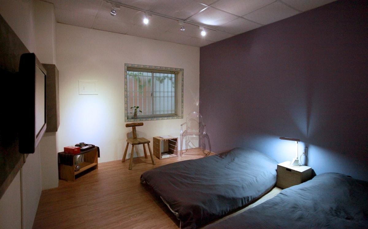 A房型 twin room 備有兩張充裕的單人床,是您的旅途最佳的充電站