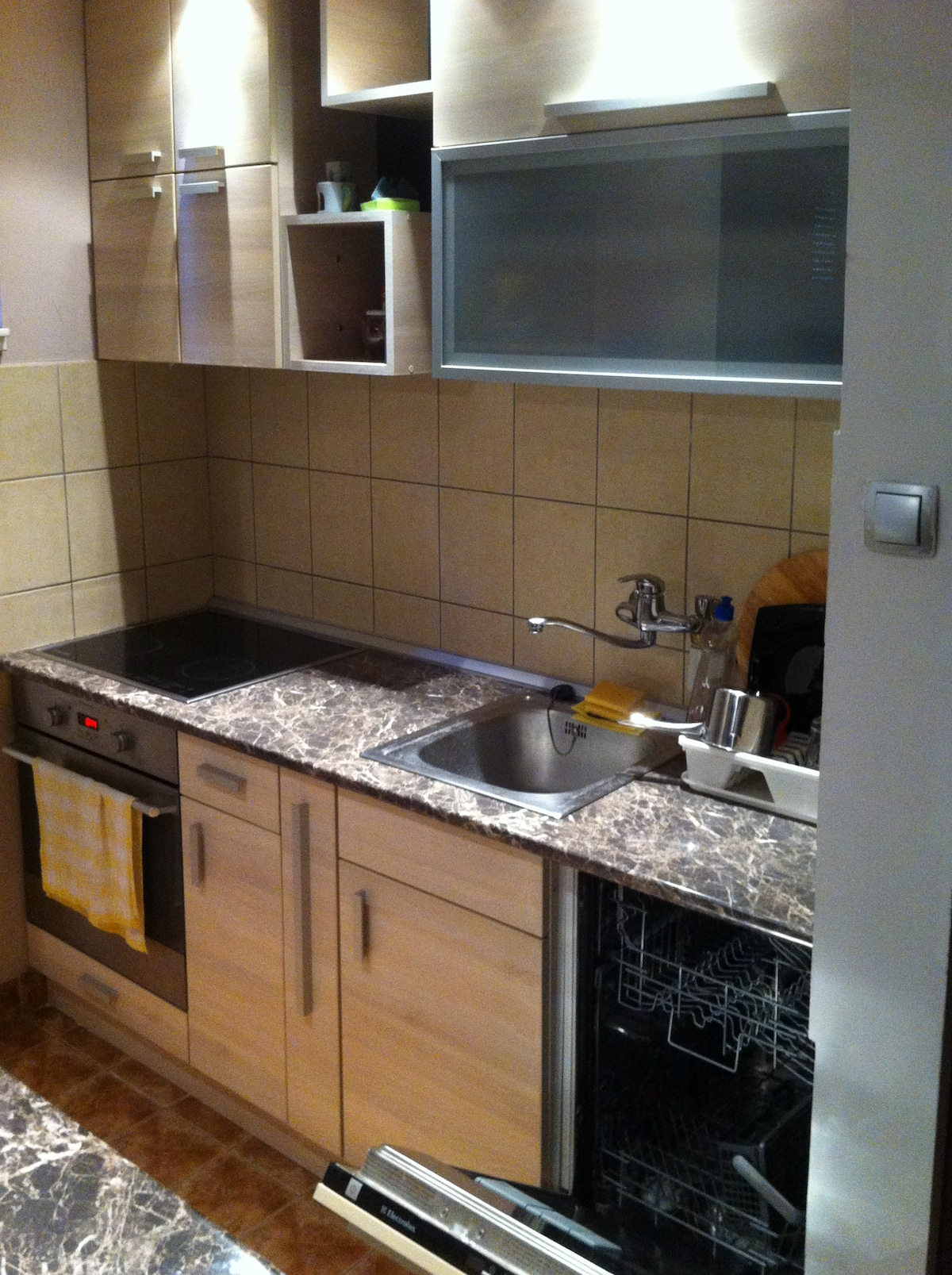 Brand new contemporary kitchen with dish washer!