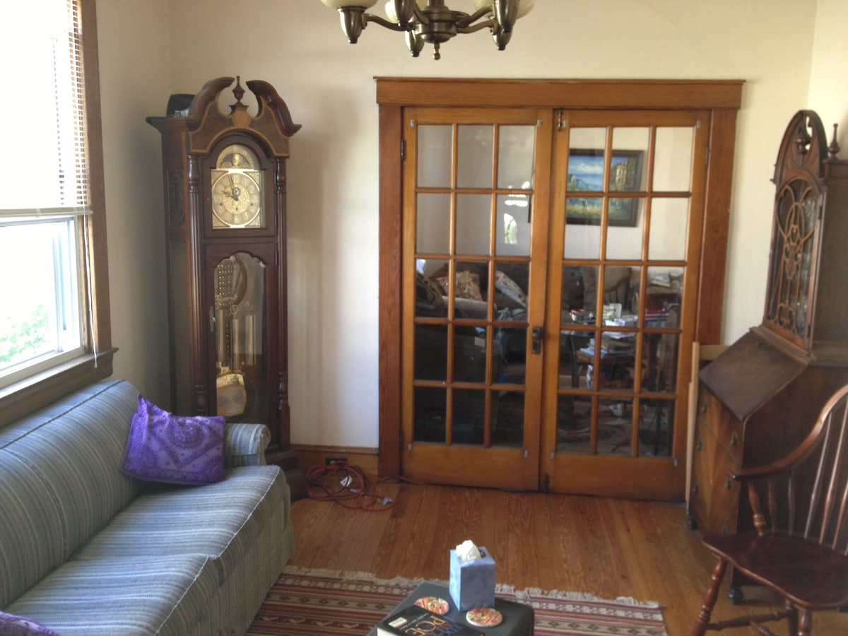 More Pictures !   Please see them all ! Grandfather clock no longer in this room