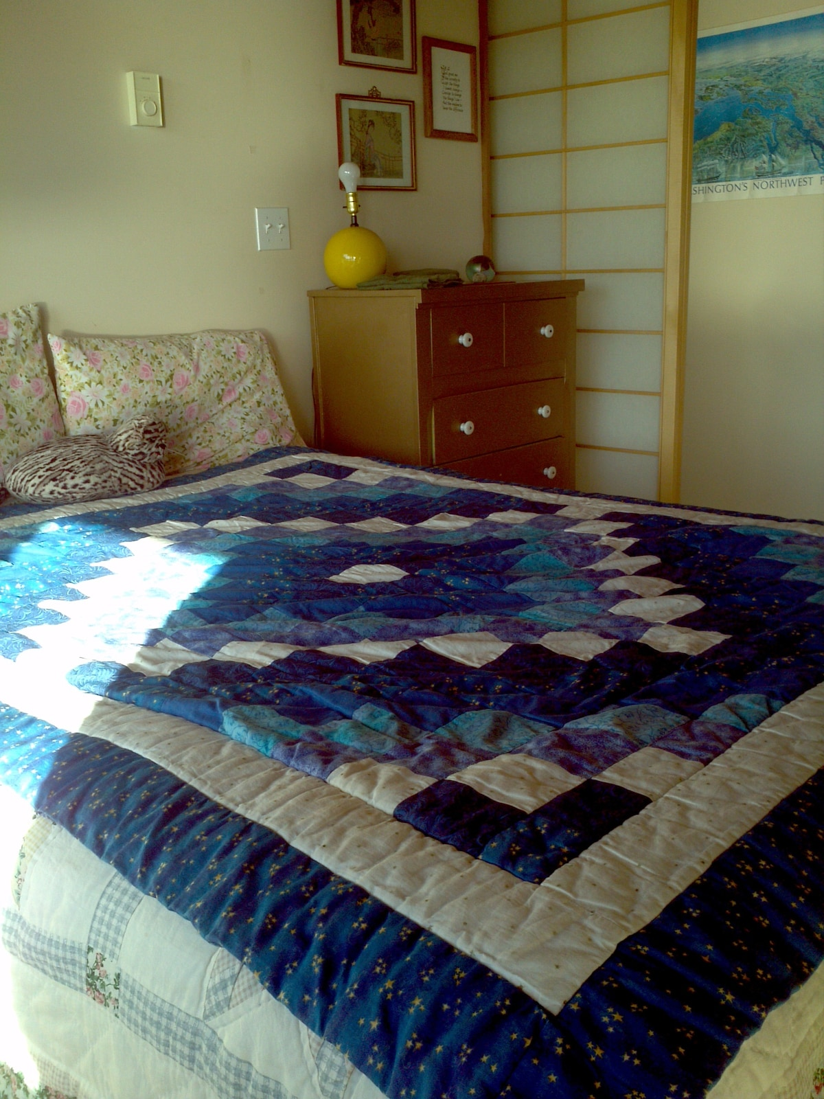 The shoji room with queen bed. Notice the shoji screen to the upper right.