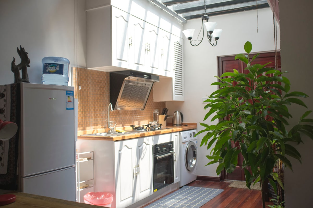 Glass ceiling in kitchen lets in plenty of light. Loft faces south. Kitchen is equipped with necessary cooking equipment.