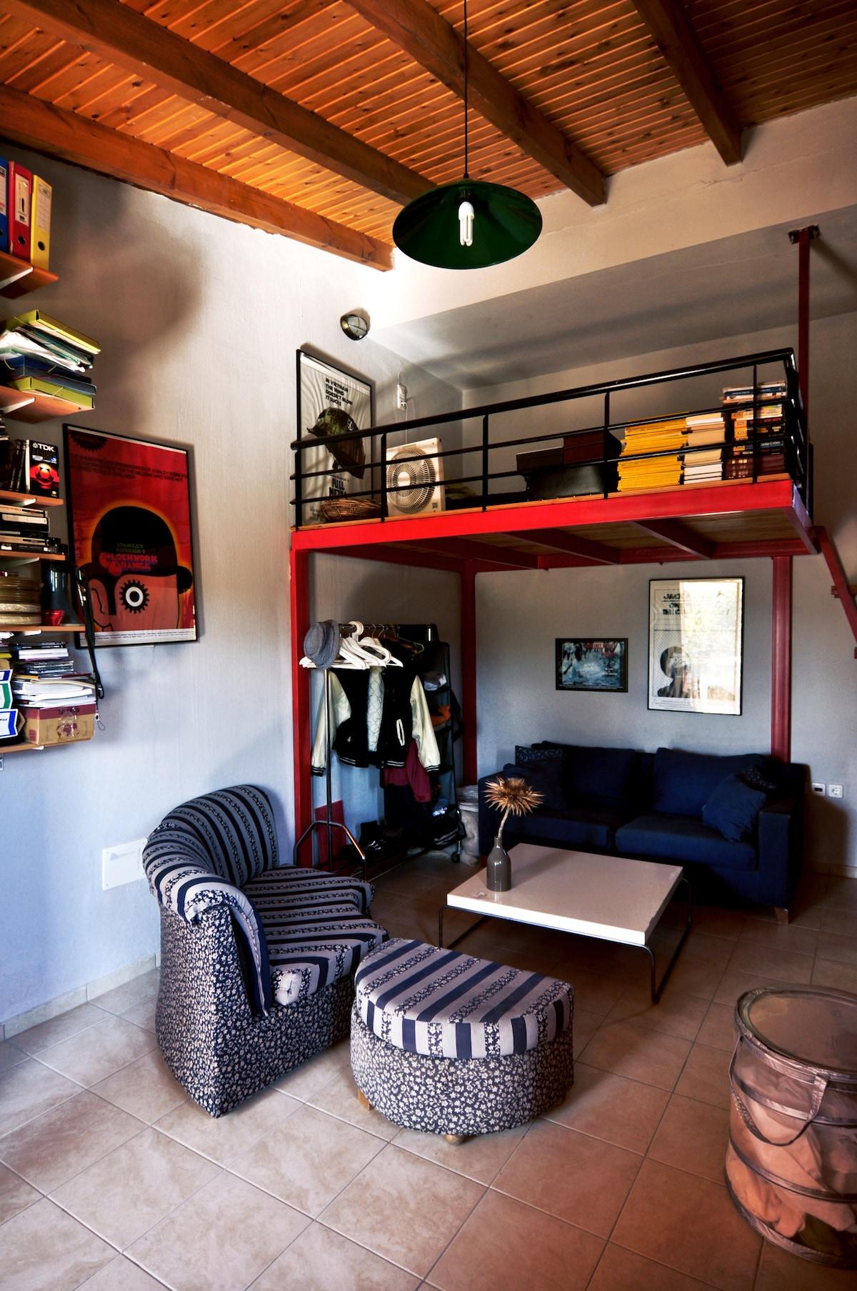 Great studio in Crete free pick up!