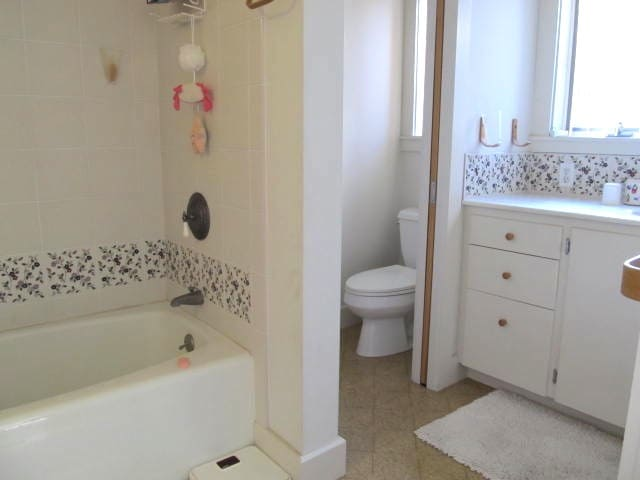 Lovely bathroom with second sink on left side