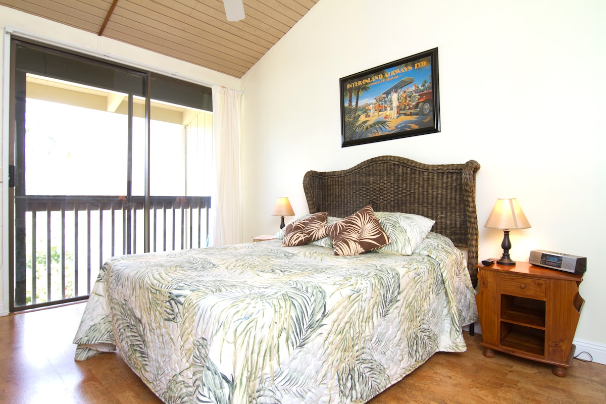This is a cute unit with great amenities and walking distance to the resort grounds and beaches!
