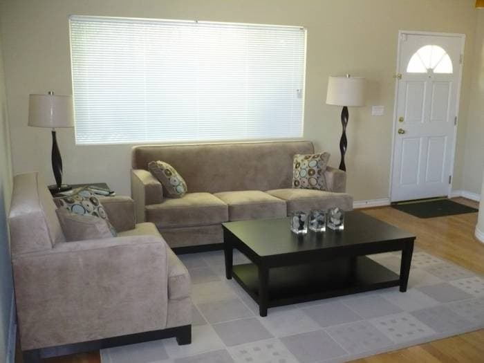 2BD/2.5BTH Townhouse - furnished