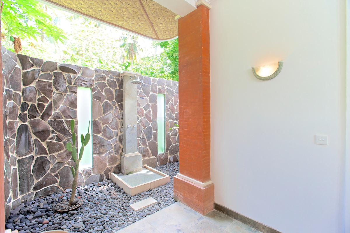Open-air ensuite Balinese Style