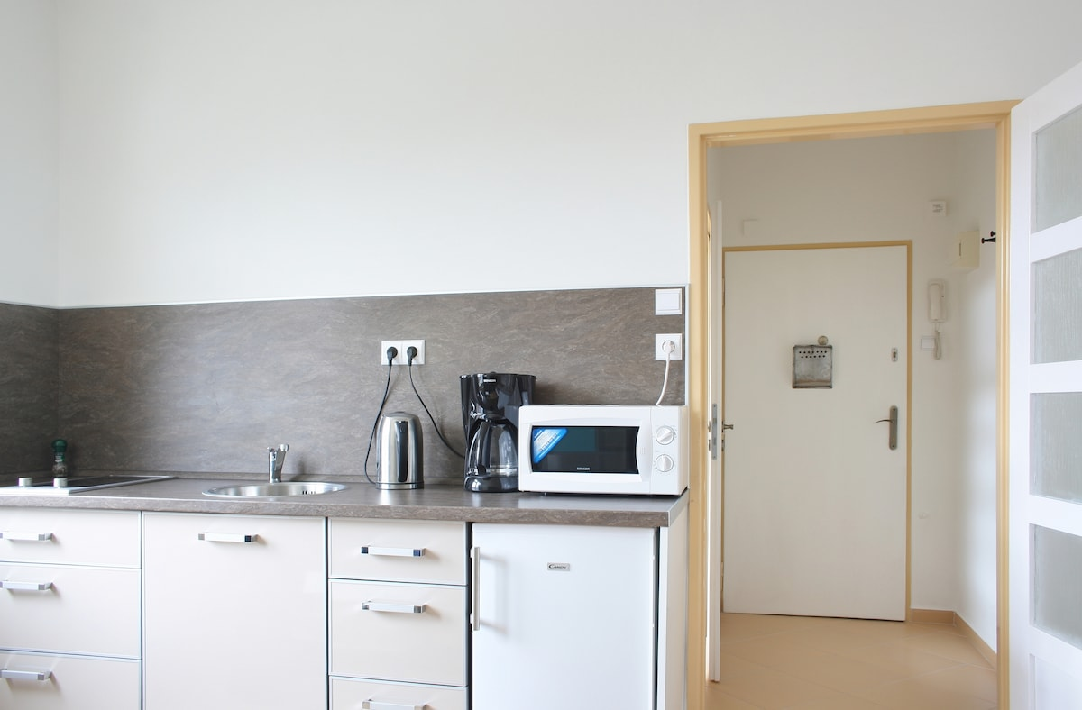 Kitchen and the hall.