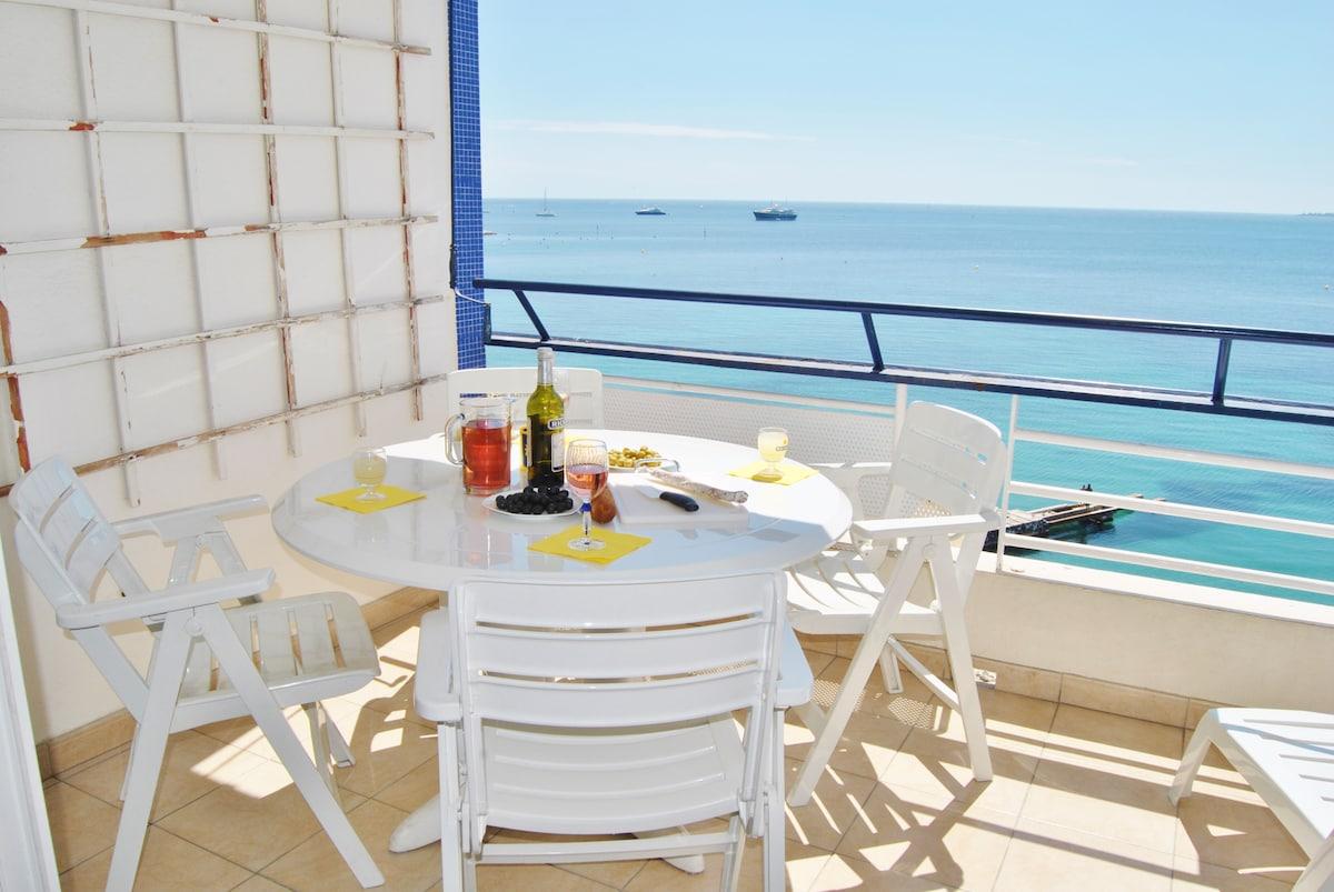 Déjeuner en terrasse comme sur  un bateau