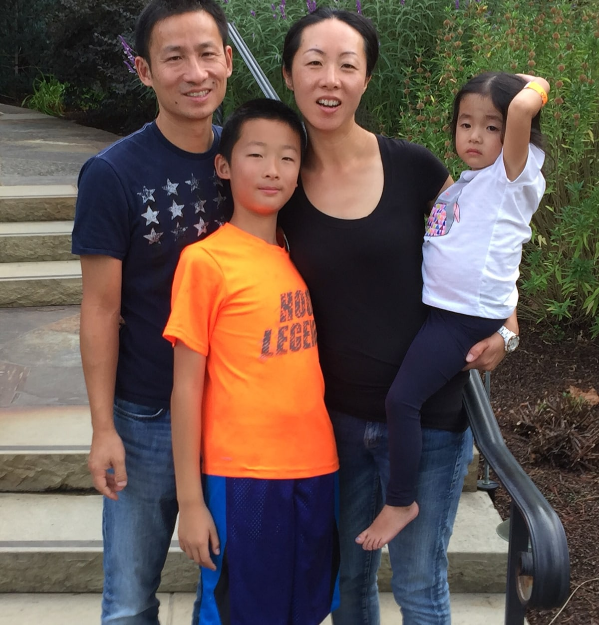 Cindy is a full-time mom, and Feng is an IT profes
