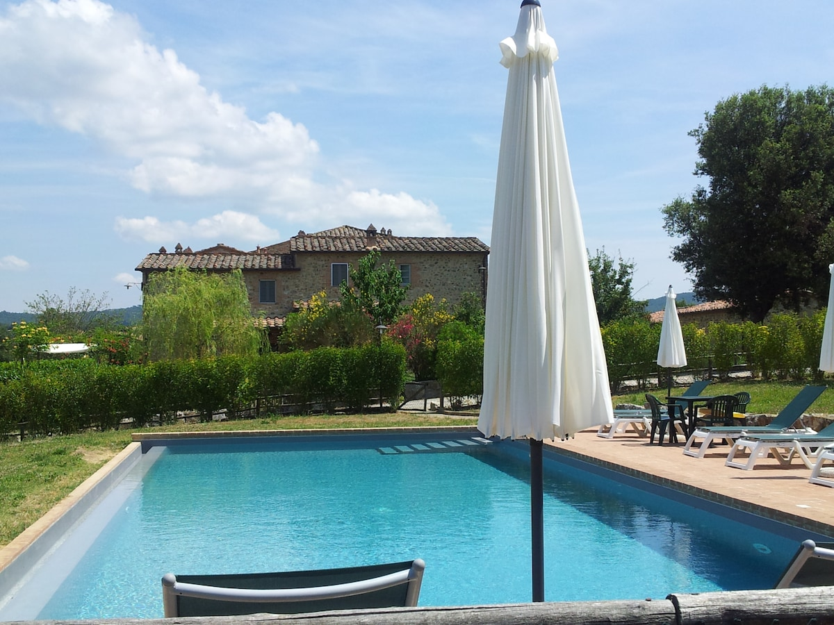 Tuscany: Apartment with pool