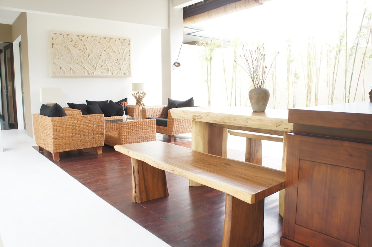 The open concept living area provide ample natural light.