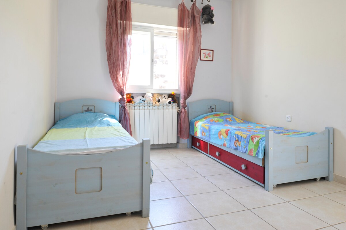 Serene Family Apartment in Katamon
