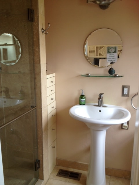Lovely bathroom with Travertine tile and lots of goodies!
