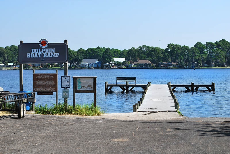 Boat Dock and Fishing pier with free public access are across the road from the house.