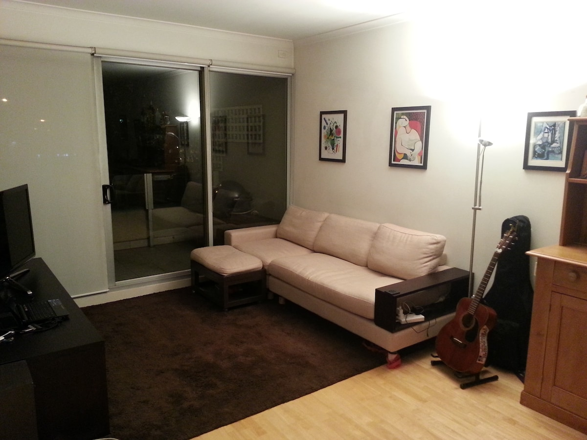 Modern apartment Melbourne CBD edge