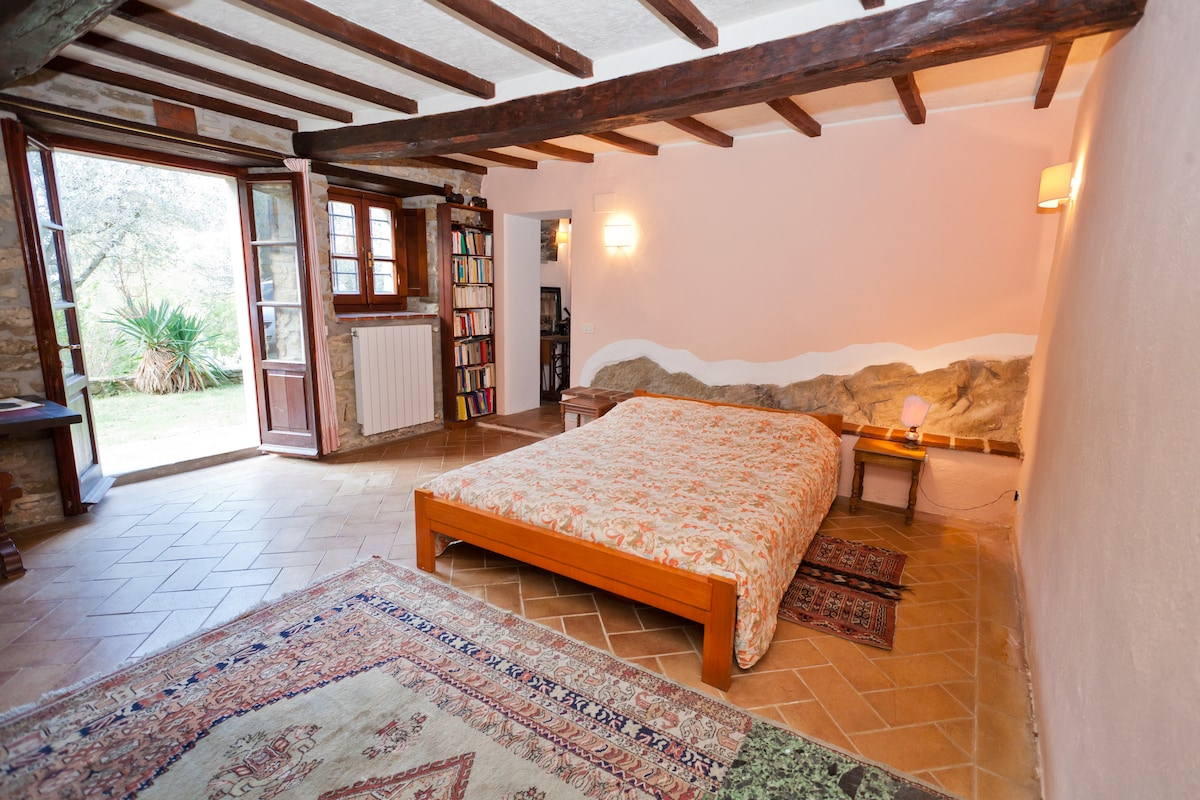 The bedroom with view on the rock....the house is infact built directly on the slope of the hill