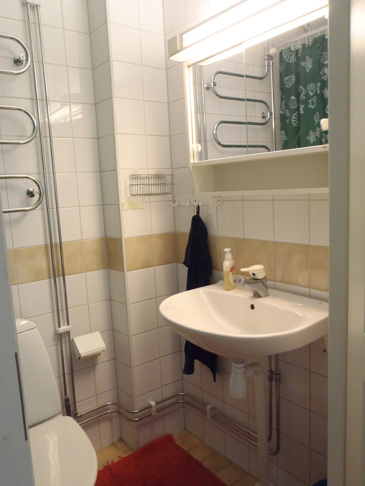 Fräscht och modernt badrum.