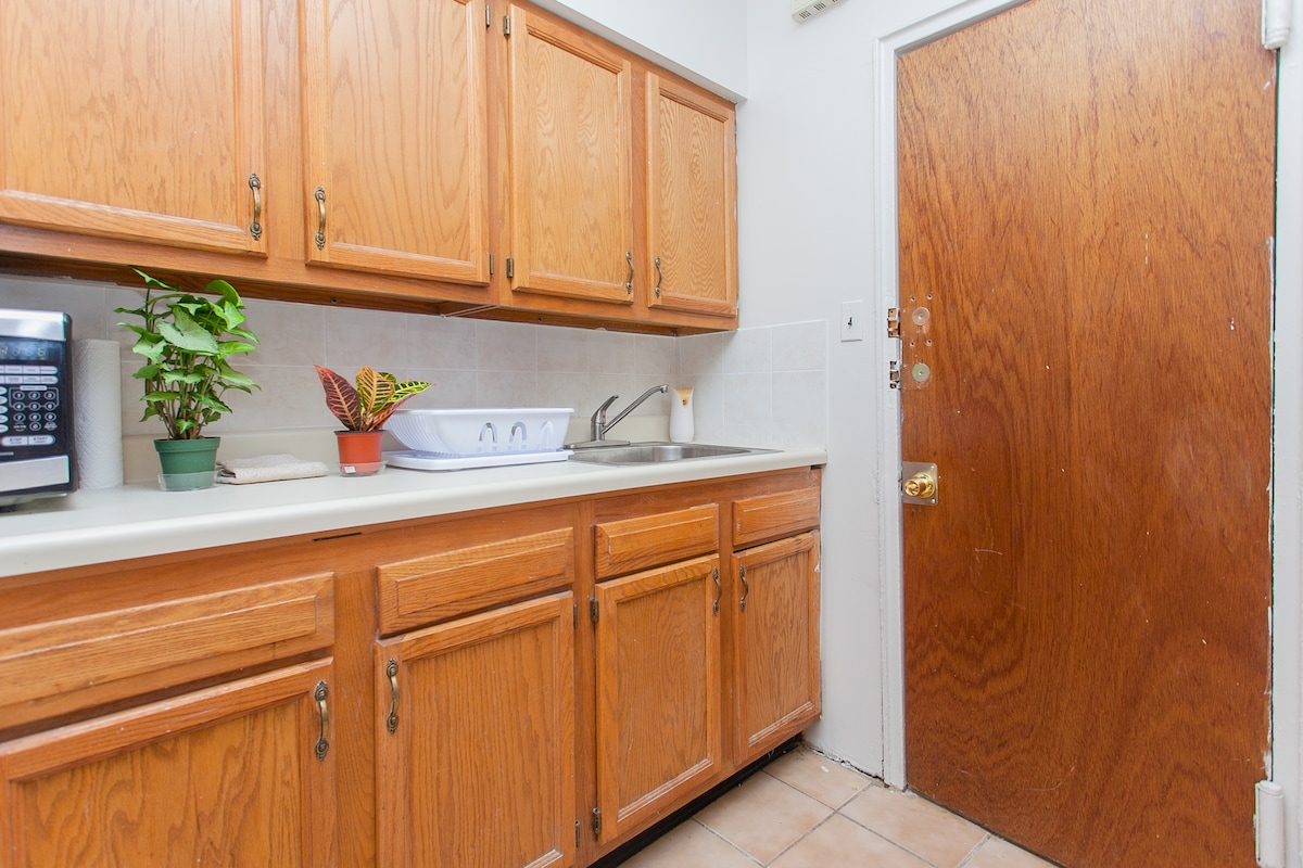 Full Kitchen for your Convenience