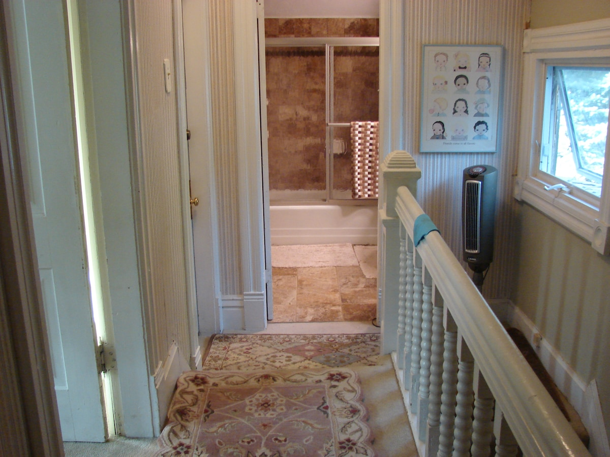 Corridor to bedrooms and bathroom
