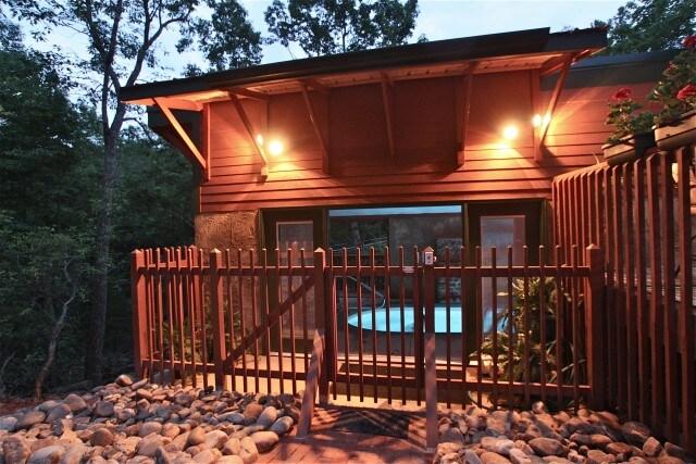1 Br cabin w/ Pool! Private