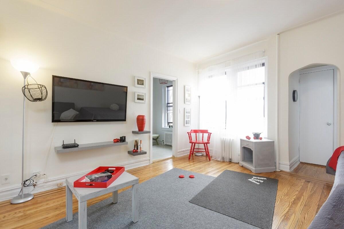 Big living room ,sunny and comfy