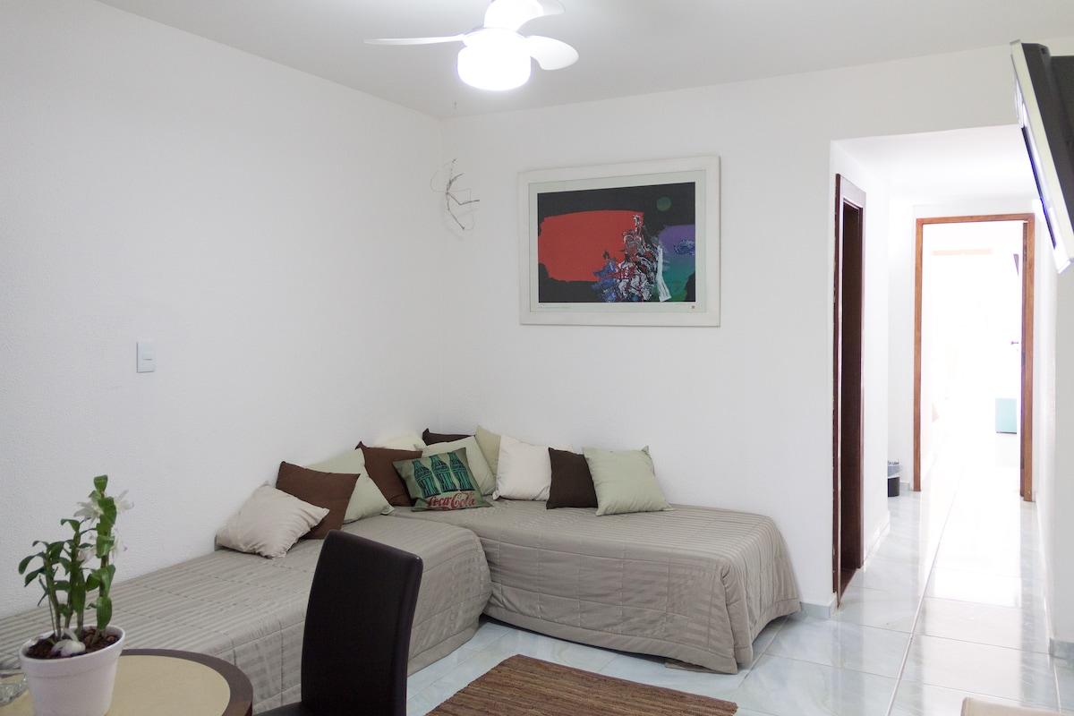 Quarto da Frente (cama de casal disponível) / Front Room (queen bed available)