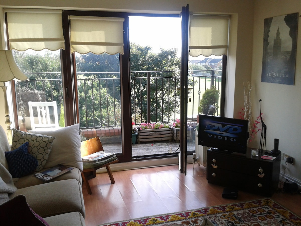 Bright double room 100m from beach!