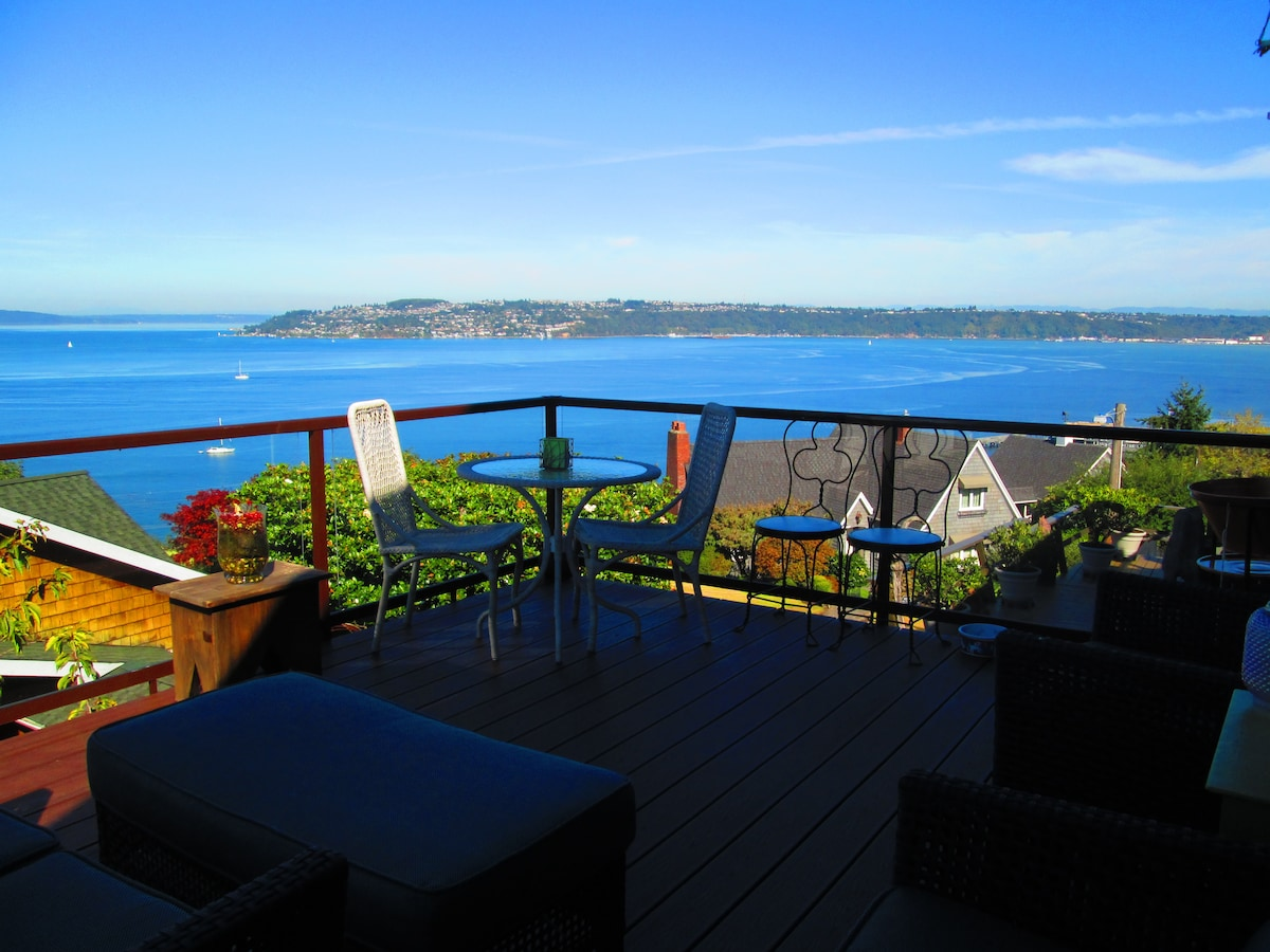 I view from the back (water side) Views of Browns Point, Vashon, Maury Island and Cascades.