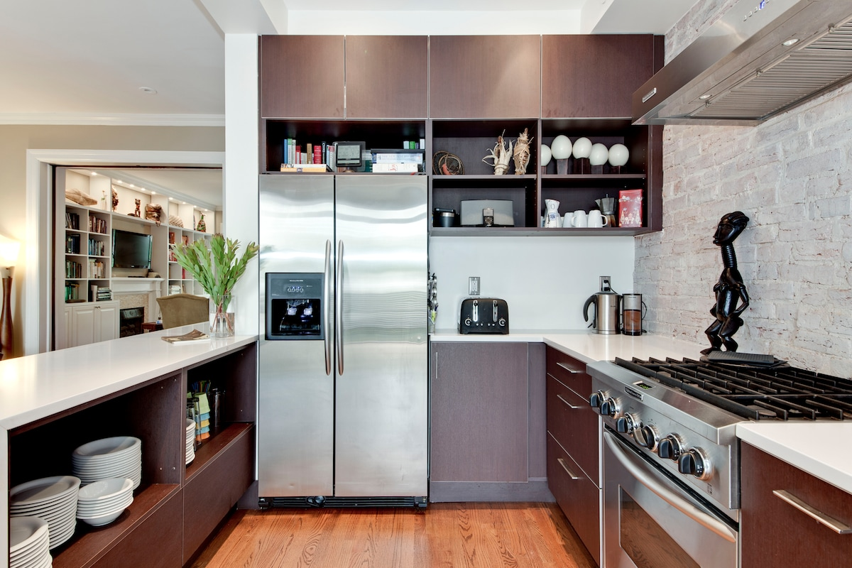 Kitchen/peak to living space
