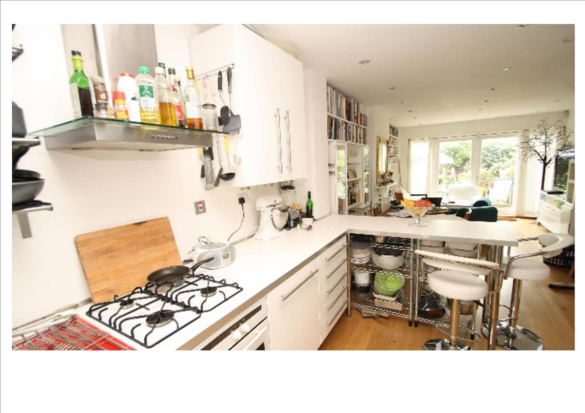 kitchen and living room (estate agent photo with wide angle lens!)