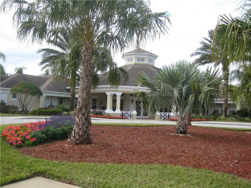 The grounds are well kept at Windsor Palms.