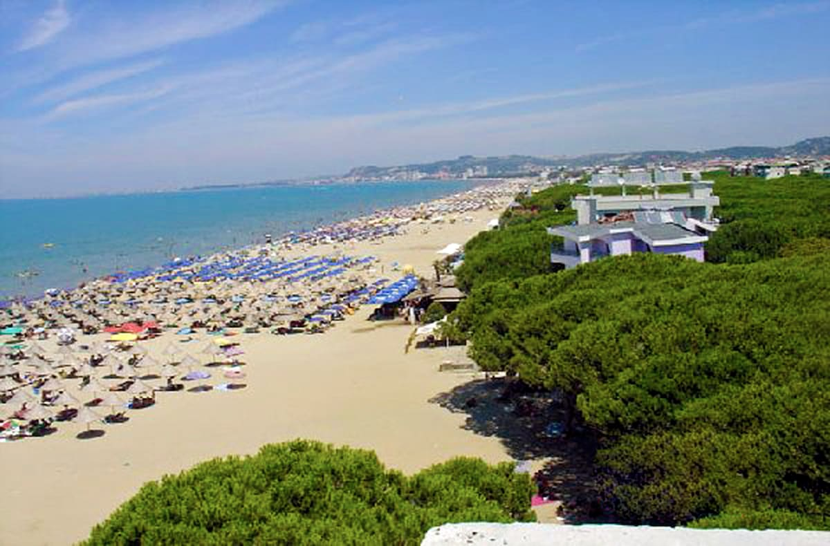 Have you ever dreamed of renting an apartment with a spectacular seaview ... located right ON the beach?