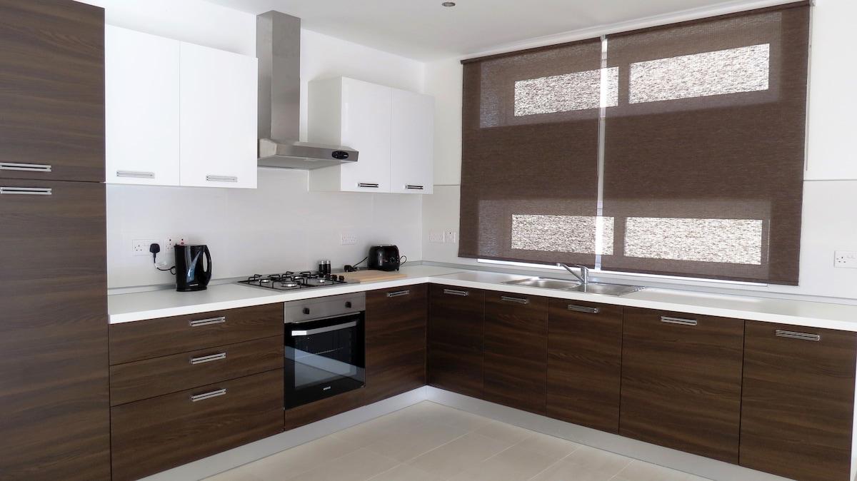 Kitchen, equipped with dishwasher, fridge, freezer, oven/stove, hob, sink