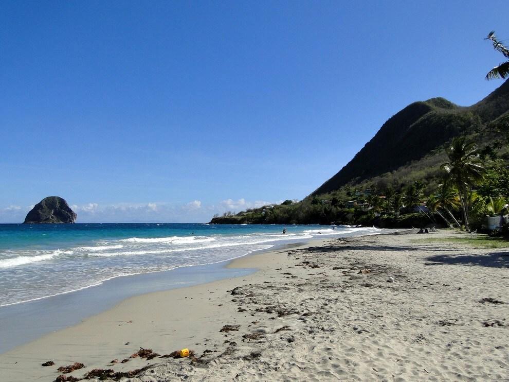 L'appart est situé a 15 secondes à pied de la plage