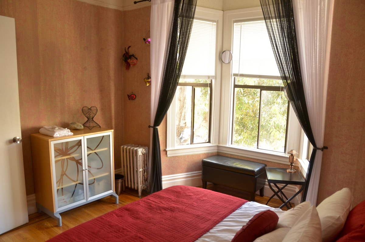 Sunny Castro Room with Bay Window