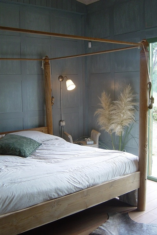 Bedroom n°1 with four-poster bed