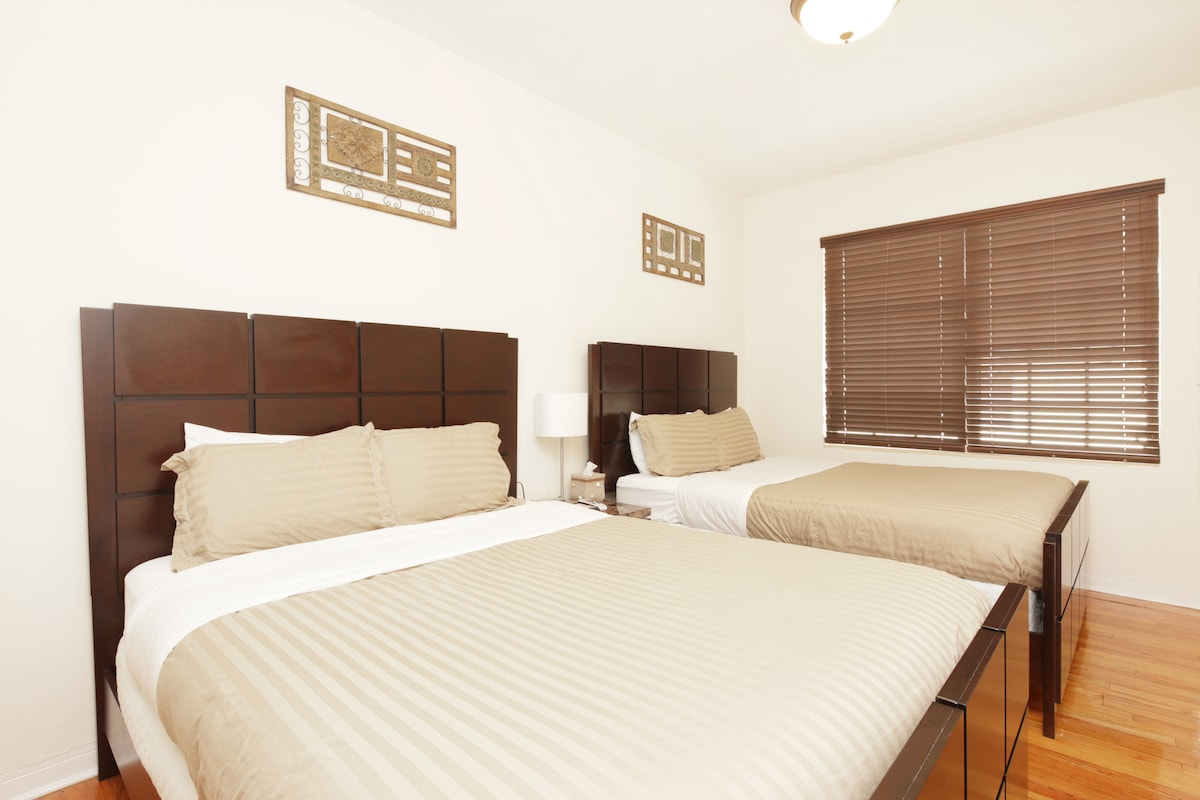 2 Queen beds in the bedroom -1 bedroom apartment