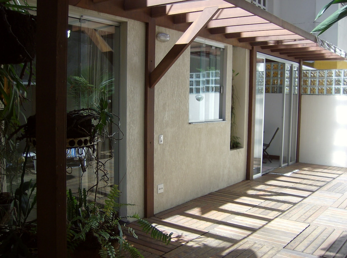 50 square meters private backyard. Quiet, ventilated and sunny