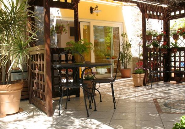 Independent studio on garden