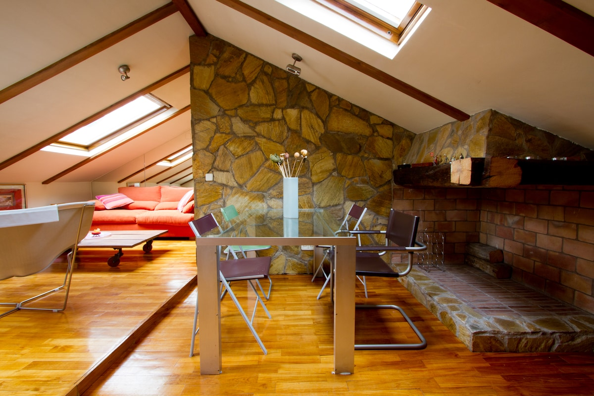 BEAUTIFUL CENTRAL ATTIC UP 4PAX