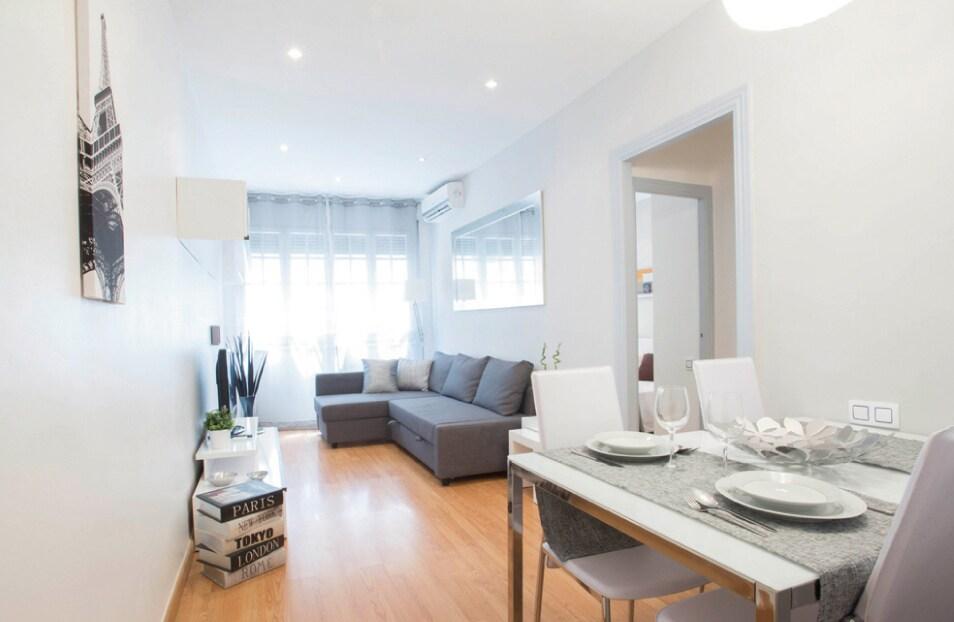 Modern & Cozy Apartment in Gràcia