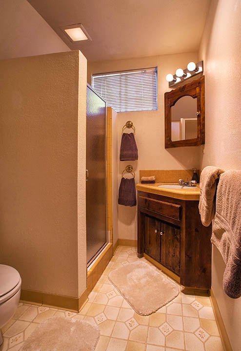 3/4 en-suite bathroom