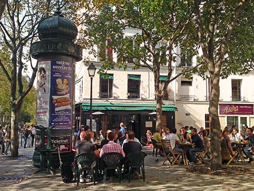 The neighborhood in Rue du Petit Thouars, with many nice places to eat and have a drink