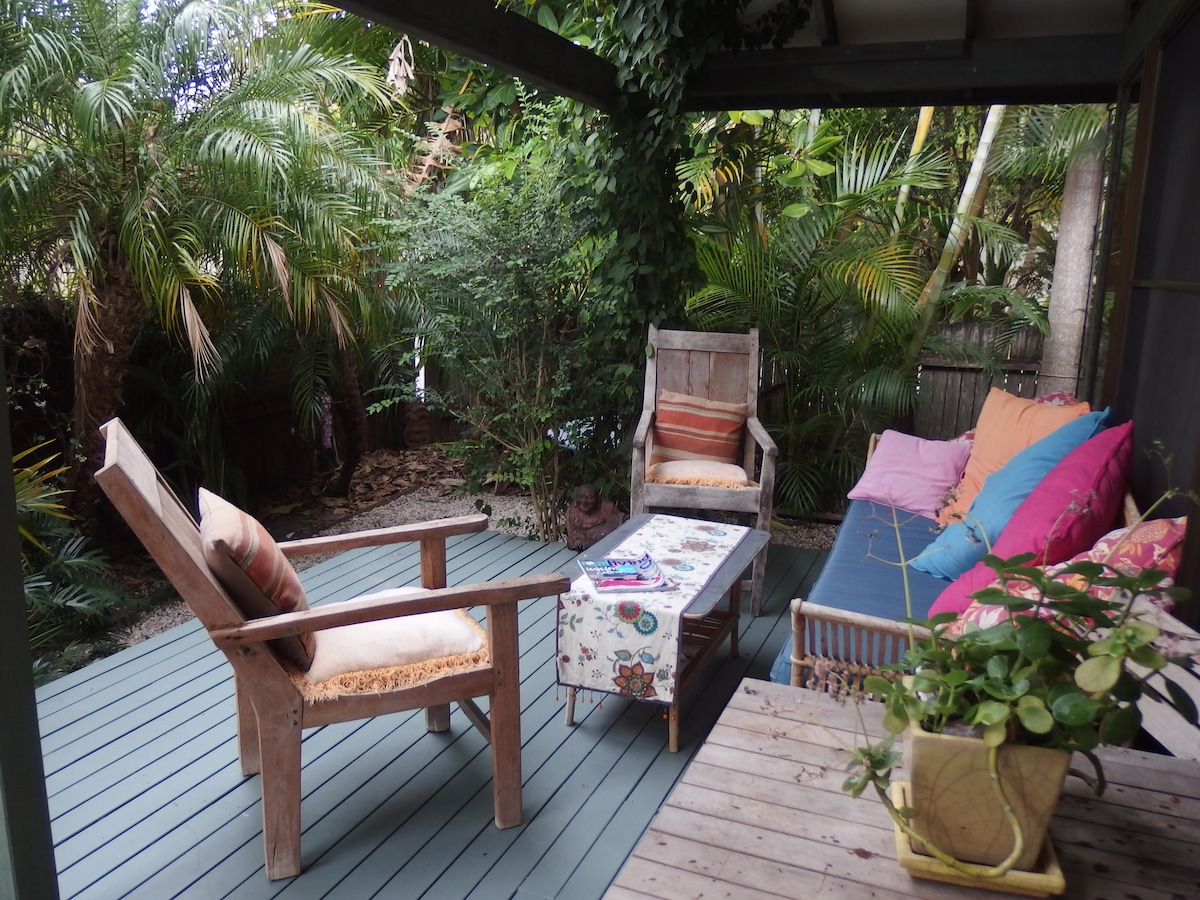 Enjoy and relax on the daybed under the shady deck