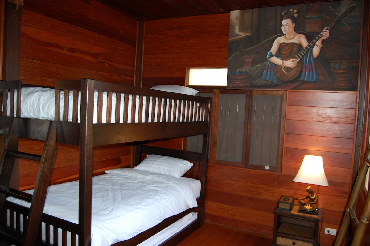 Lanna Room - 3 single beds - Chambre Lanna