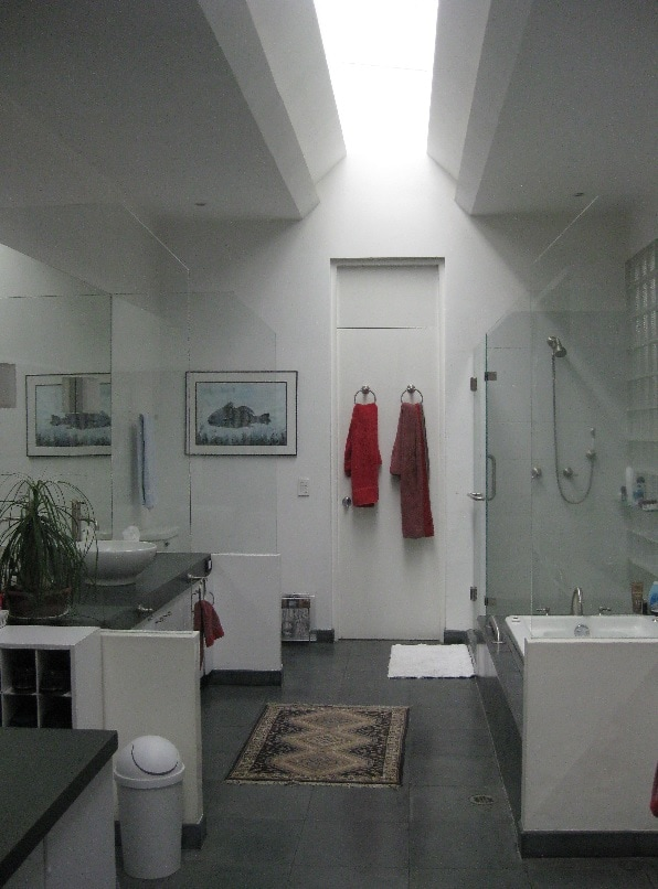 Master bathroom with Shower and jucuzzi bath