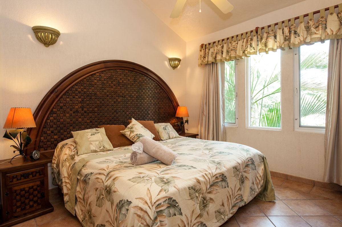 Best price for 8 Private house!